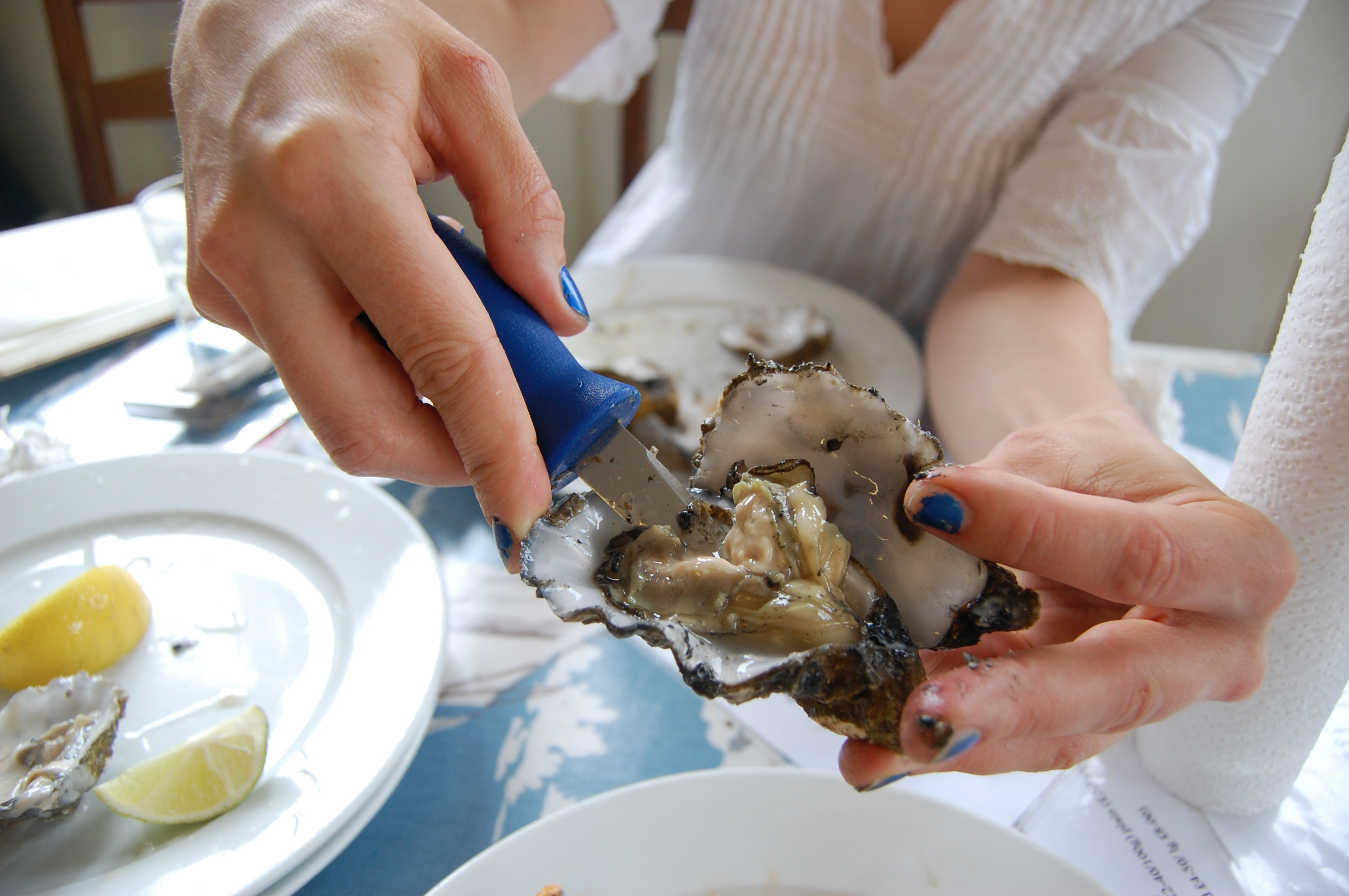 eating oysters - photo #39